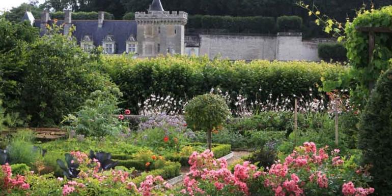 PetitVillandry potager-fleuri et le château